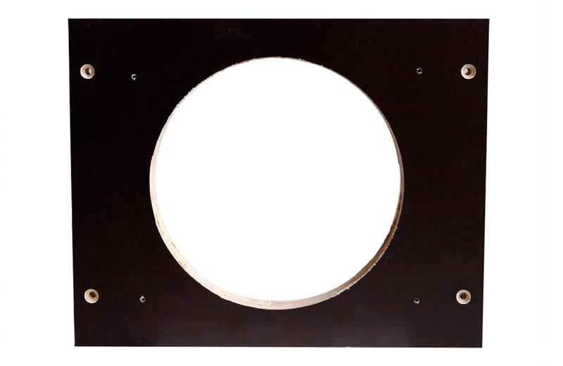 Braune wasserfeste Holzplatte mit Lüfterloch und Bohrlöchern