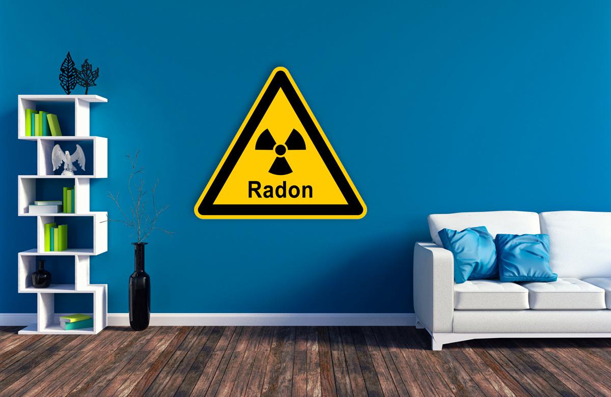 Ein gelbes Schild warnt vor Radon