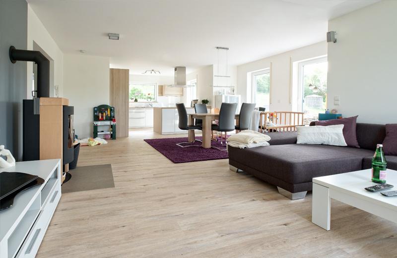 Ein heller moderner Wohnraum